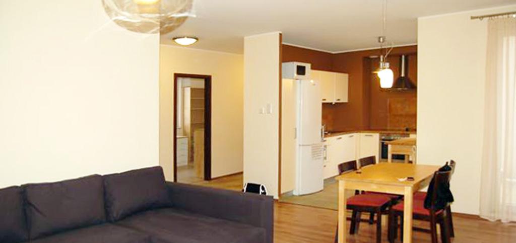 na zdjęciu salon apartamentu na wynajem w Gdyni