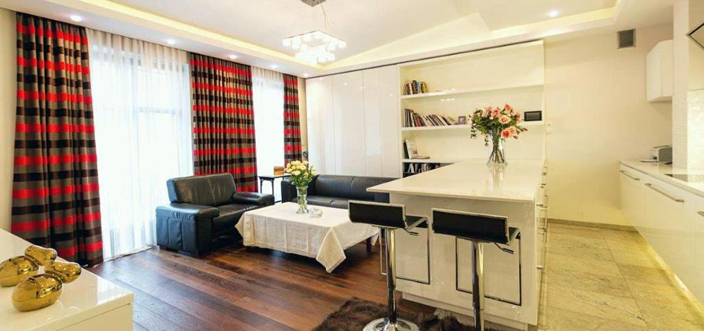 zdjęcie przedstawia salon apartamentu na sprzedaż w Krakowie na Starym Kaziemierzu