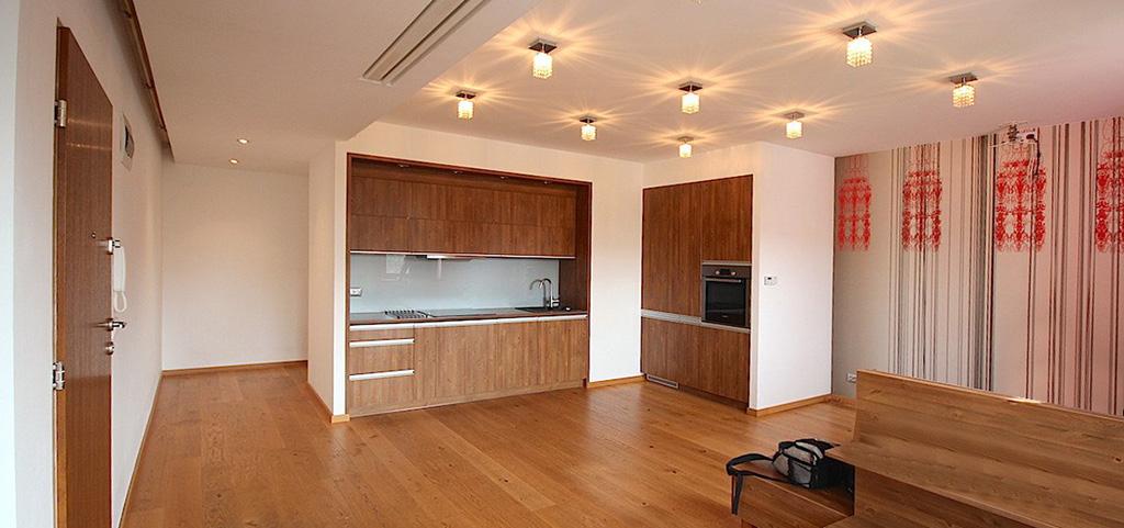 na zdjęciu apartament w Szczecinie na sprzedaż, widok na salon i aneks kuchenny