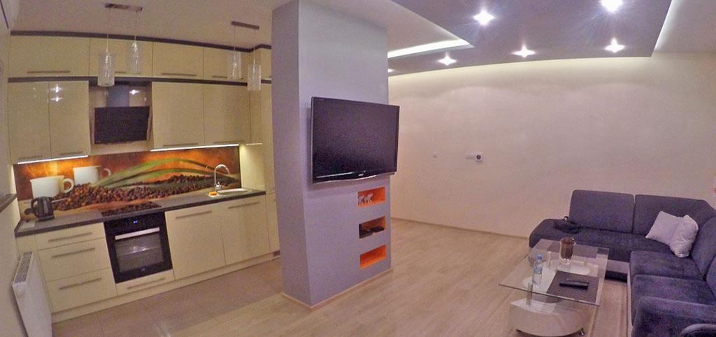 zdjęcie przedstawia luksusowy salon w apartamencie na wynajem w Katowicach
