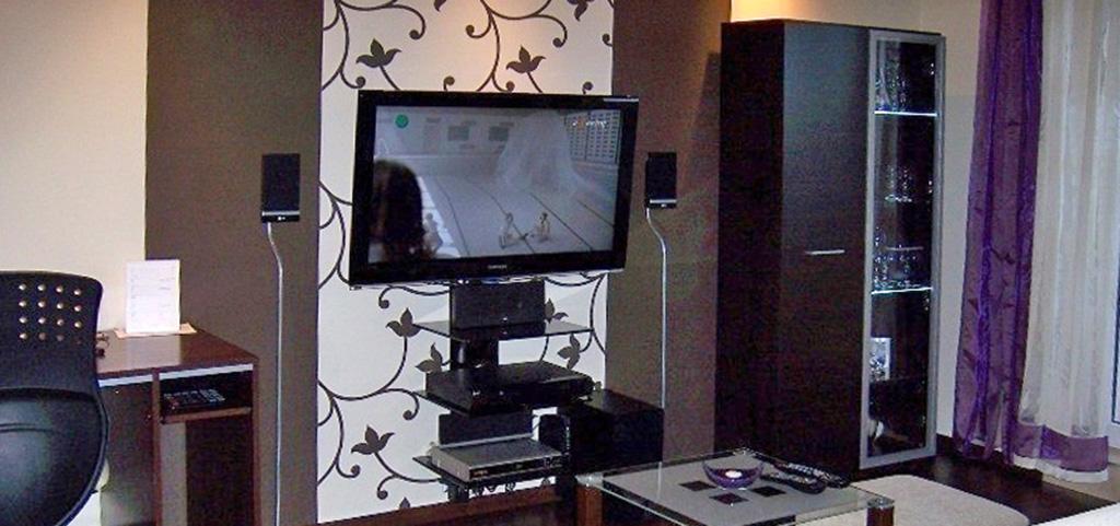 na zdjęciu umeblowany salon w apartamencie na wynajem