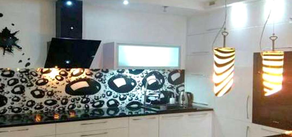 na zdjęciu nowoczesny apartament, aneks kuchenny