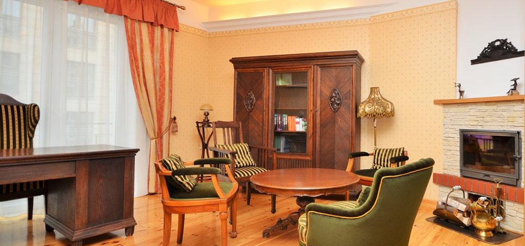 Wnętrze luksusowego apartamentu do sprzedaży w Warszawie, widok na duży pokój