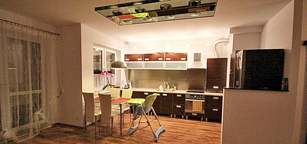 na zdjęciu apartament do wynajmu w Szczecinie, widok na jadalnię z salonu