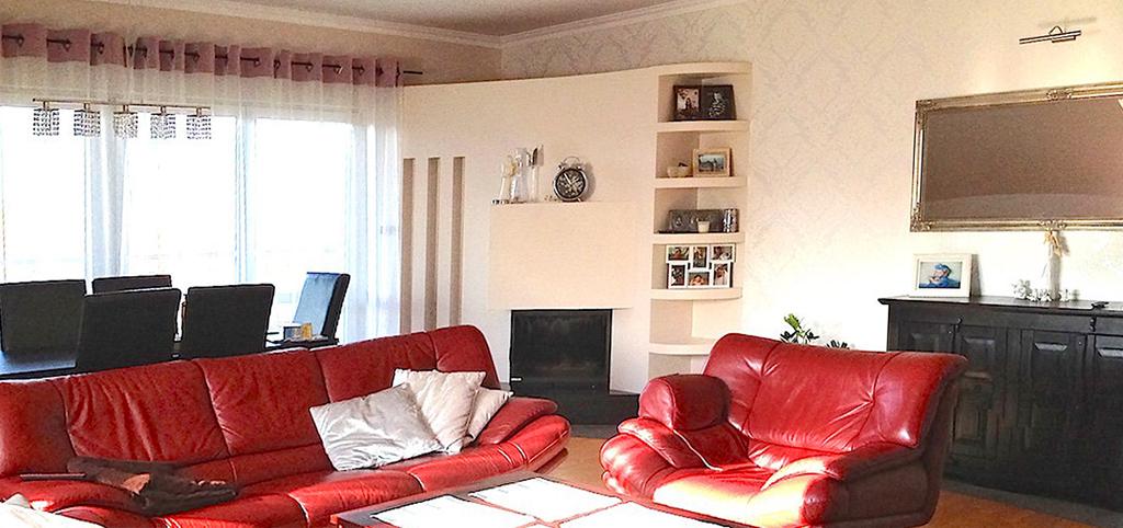 zdjęcie przedstawia umeblowany alon w apartamencie do wynajmu w Szczecinie