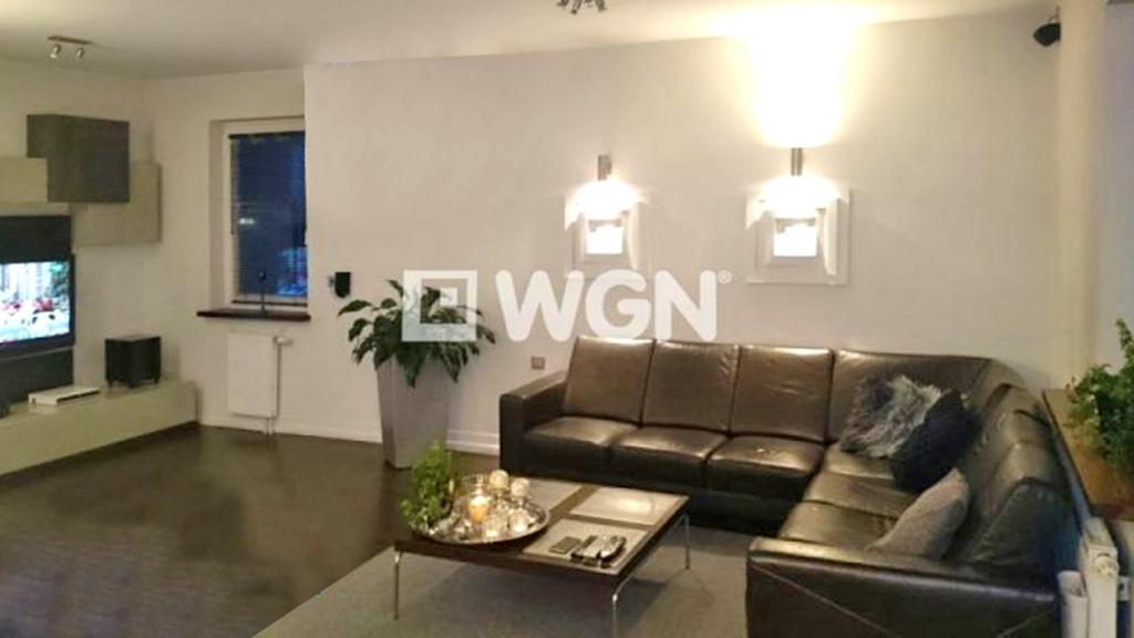 na zdjęciu salon w apartamencie do sprzedaży w Katowicach