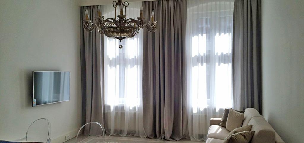 zdjęcie przedstawia salon w apartamencie do wynajęcia we Wrocławiu - Śródmieście