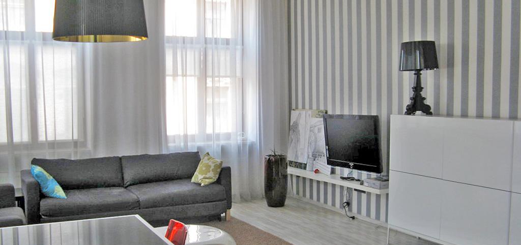 na zdjęciu duzy pokój w luksusowym apartamencie do sprzedaży w Łodzi