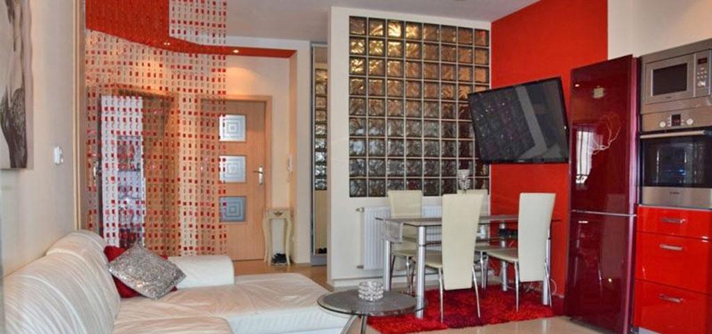 na zdjęciu duży pokój w apartamencie do sprzedaży w Bolesławcu