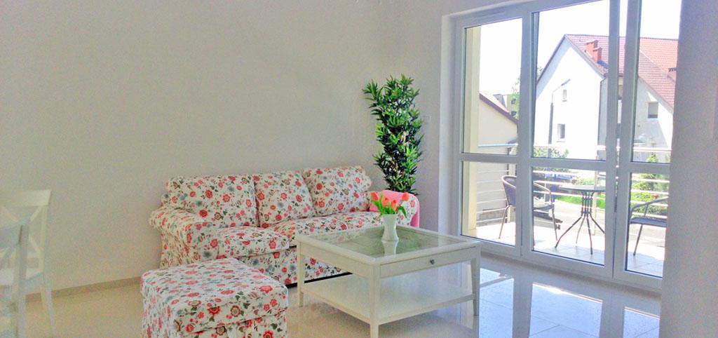 zdjęcie prezentuje duży pokój w apartamencie na wynajem w Chorzowie