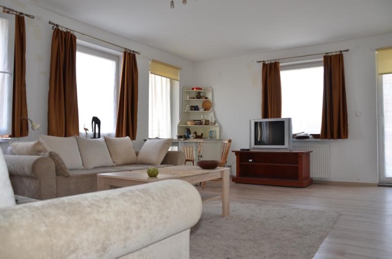 zdjęcie przedstawia luksusowe wnętrze apartamentu do sprzedaży w okolicach Wrocławia