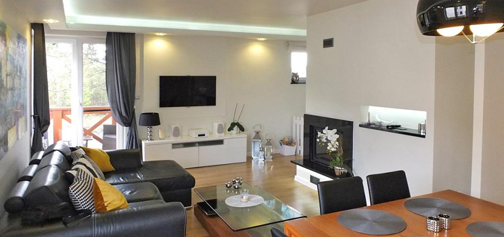 zdjęcie przedstawia salon w luksusowym apartamencie do sprzedaży w Jaworznie