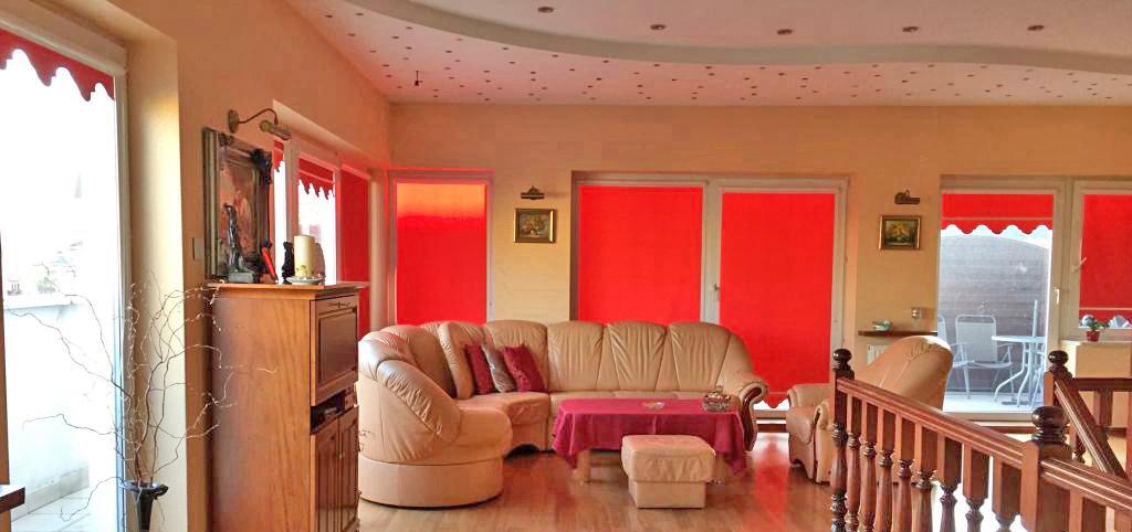 zdjęcie przedstawia salon w ekskluzywnym apartamencie do sprzedaży w Warszawie