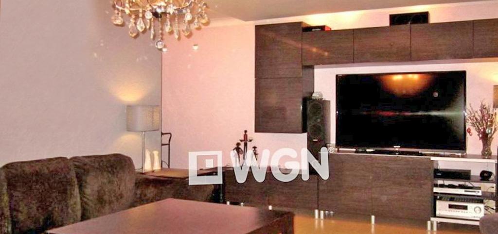 na zdjęciu salon w luksusowym apartamencie na sprzedaż w Legnicy