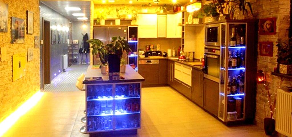 na zdjęciu luksusowe wnętrze apartamentu na sprzedaż w Częstochowie