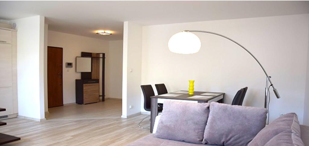 zdjęcie przedstawia salon w apartamencie do wynajęcia w Słupsku