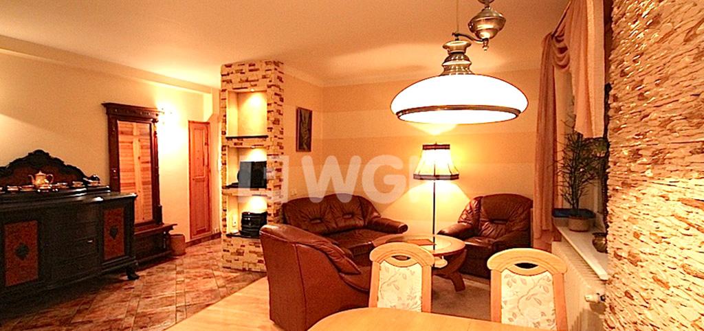 zdjęcie przedstawia salon w apartamencie w centrum Szczecina na wynajem