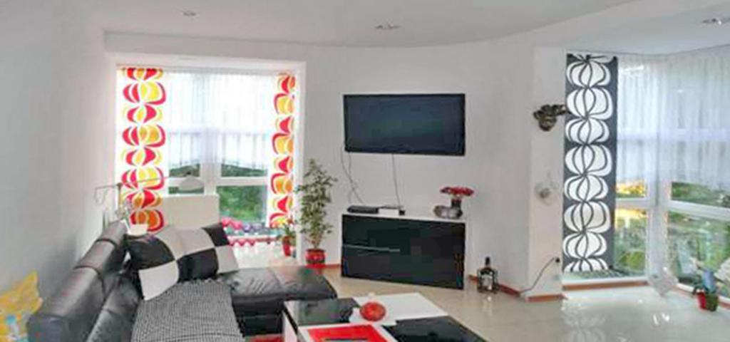 na zdjęciu salon w apartamencie do wynajęcia w Lubinie