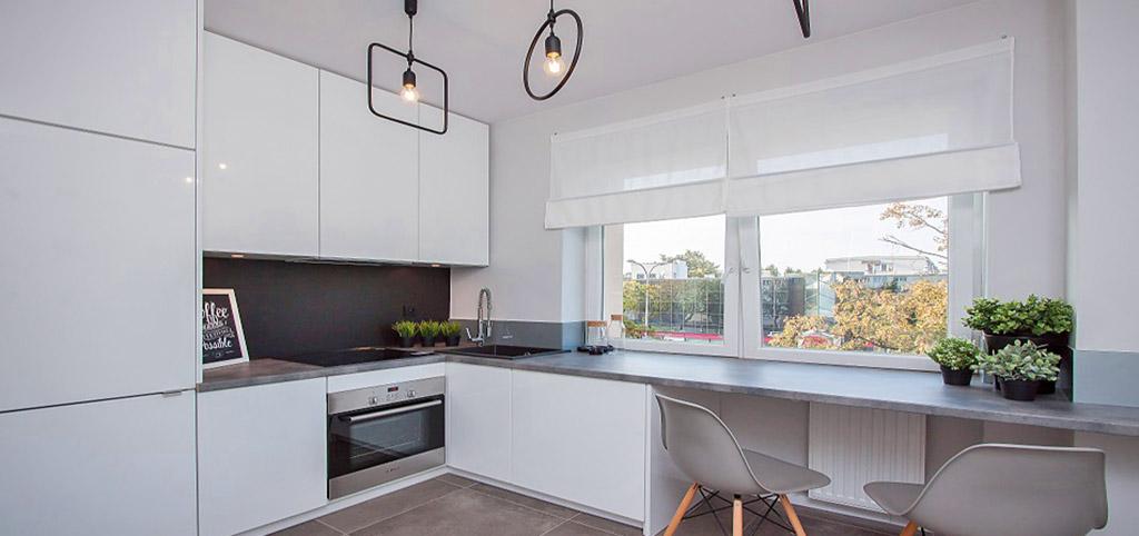 na zdjęciu nowoczesna i luksusowo wyposażona kuchnia w apartamencie w Białymstoku na sprzedaż