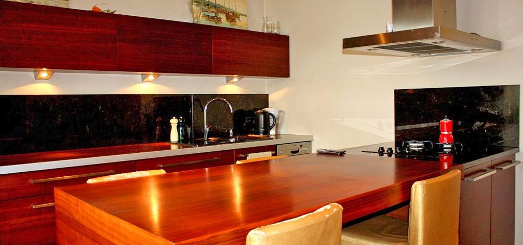 na zdjęciu nowoczesna kuchnia w apartamencie do sprzedaży w Lublinie