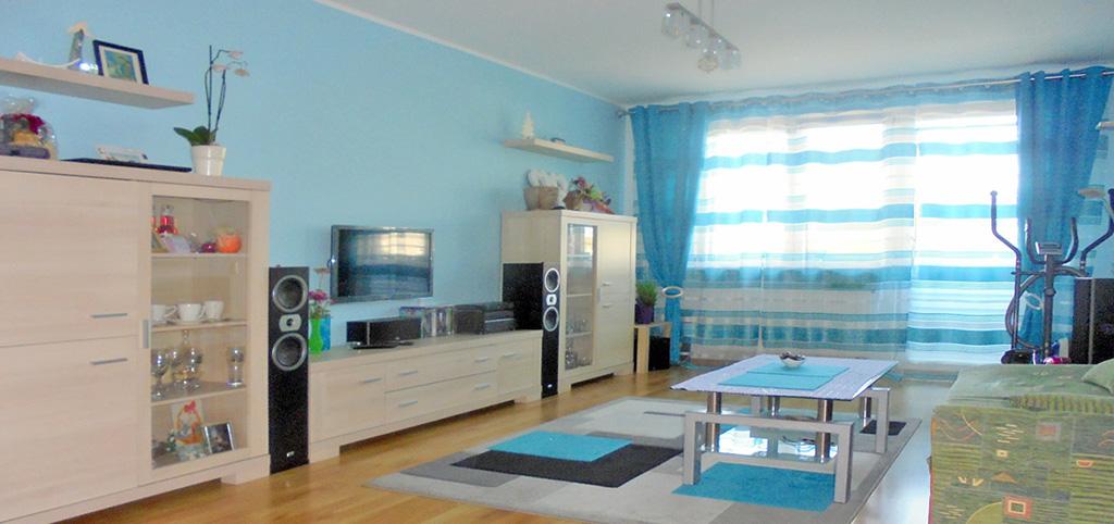 na zdjęciu ekskluzywny salon w apartamencie do sprzedaży w Radomiu