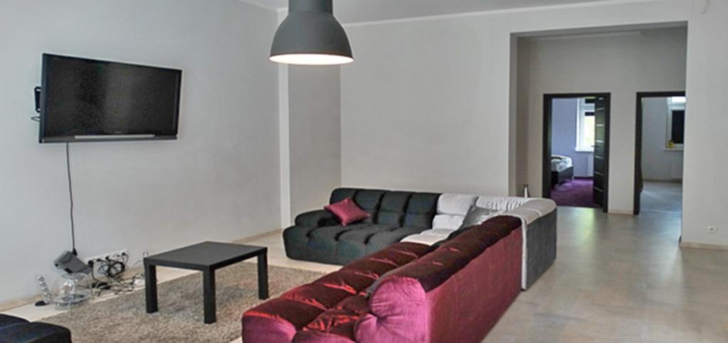 na zdjęciu salon w apartamencie do sprzedaży w Słupsku
