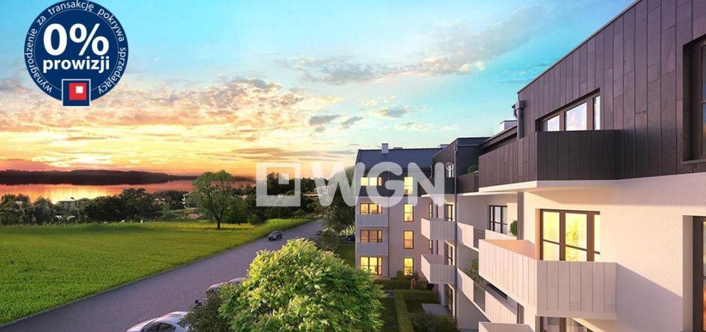 zdjęcie przedstawia widok z lotu ptaka na apartamentowiec, w Siewierzu, w którym znajduje się oferowany apartament do sprzedaży