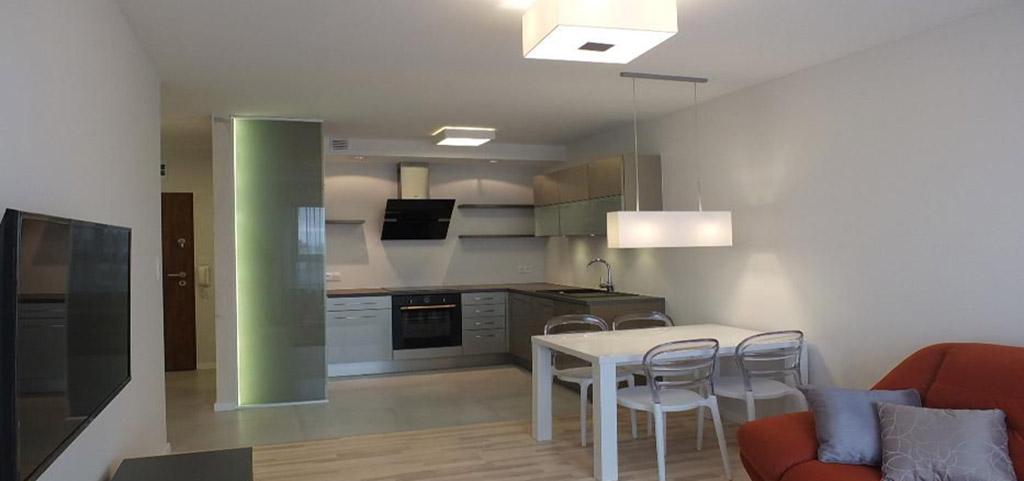 zdjęcie przedstawia luksusowe wnętrze apartamentu na wynajem w Szczecinie