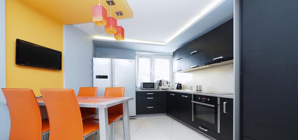 na zdjęciu kuchnia z jadalnią w apartamencie w Tarnowie do sprzedaży