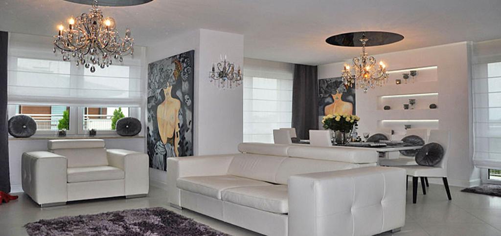 zdjęcie przedstawia salon w luksusowym apartamencie do sprzedaży w Warszawie