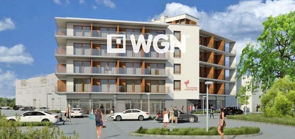 na zdjęciu apartamentowiec nad morzem, w którym znajduje się oferowany apartament na sprzedaż