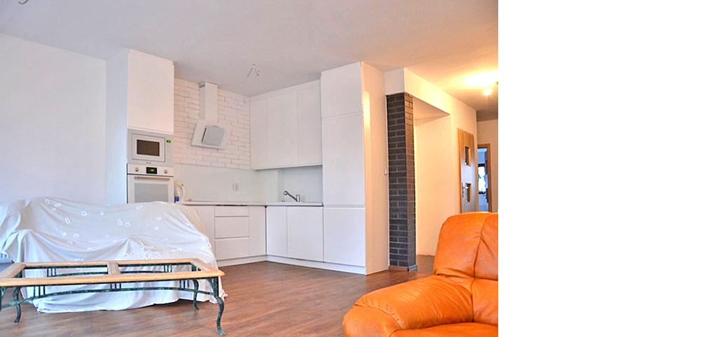 na zdjęciu salon w apartamencie w Lesznie na sprzedaż