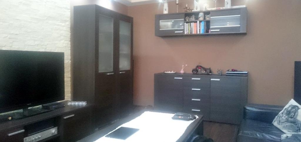 zdjęcie prezentuje salon w apartamencie do sprzedaży w Katowicach