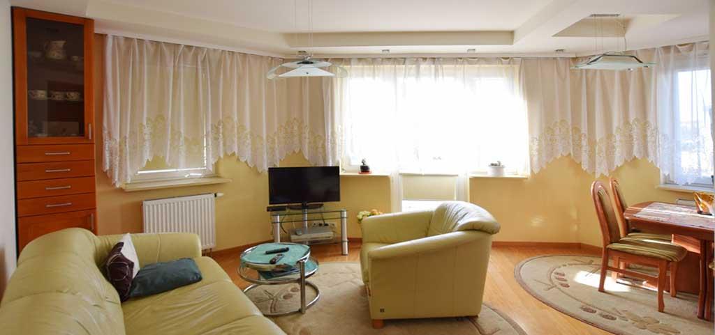 na zdjęciu salon w luksusowym apartamencie do sprzedaży w Białymstoku