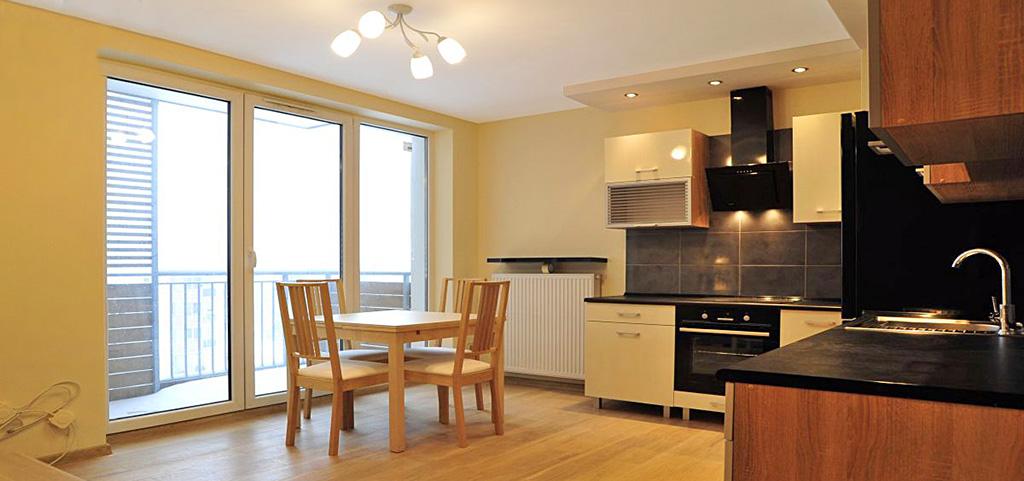 zdjęcie przedstawia salon oraz jadalnię w apartamencie do wynajęcia w Katowicach