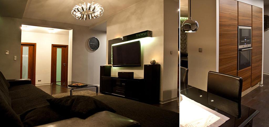 zdjęcie prezentuje ekskluzywny salon oraz fragment kuchni w apartamencie do sprzedaży w Szczecinie