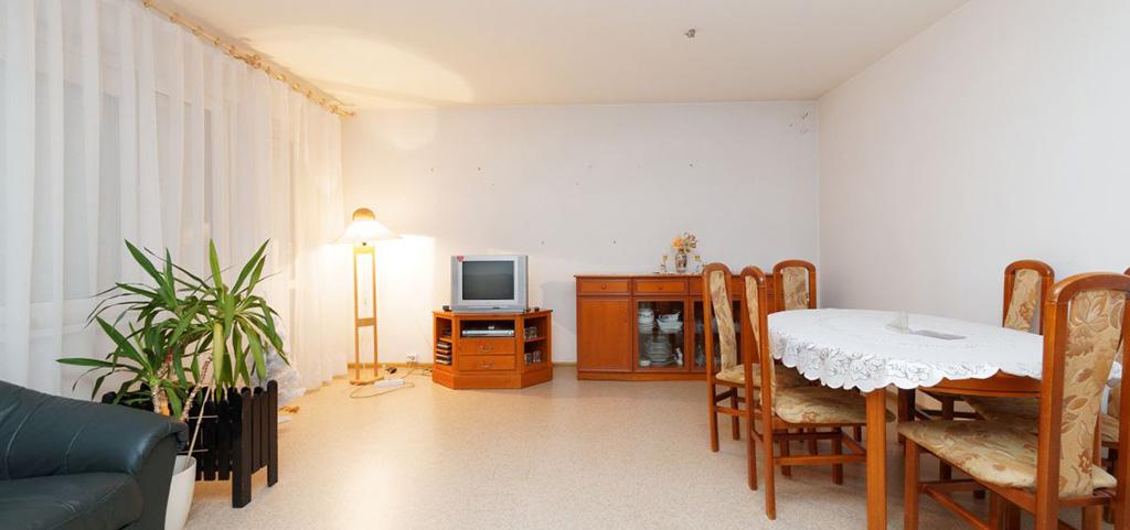 zdjęcie przedstawia salon w apartamencie do sprzedaży w Tarnowie