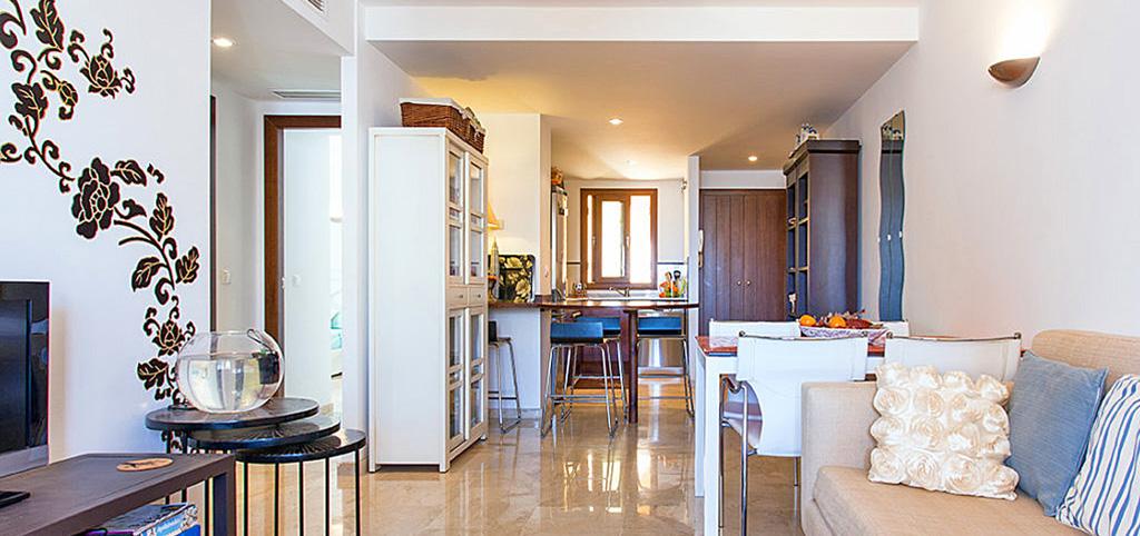 zdjęcie prezentuje ekskluzywne wnętrze luksusowego apartamentu do sprzedaży w Hiszpanii
