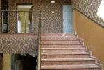 schody pomiędzy dwoma poziomami ekskluzywnej rezydencji do sprzedaży Będzin